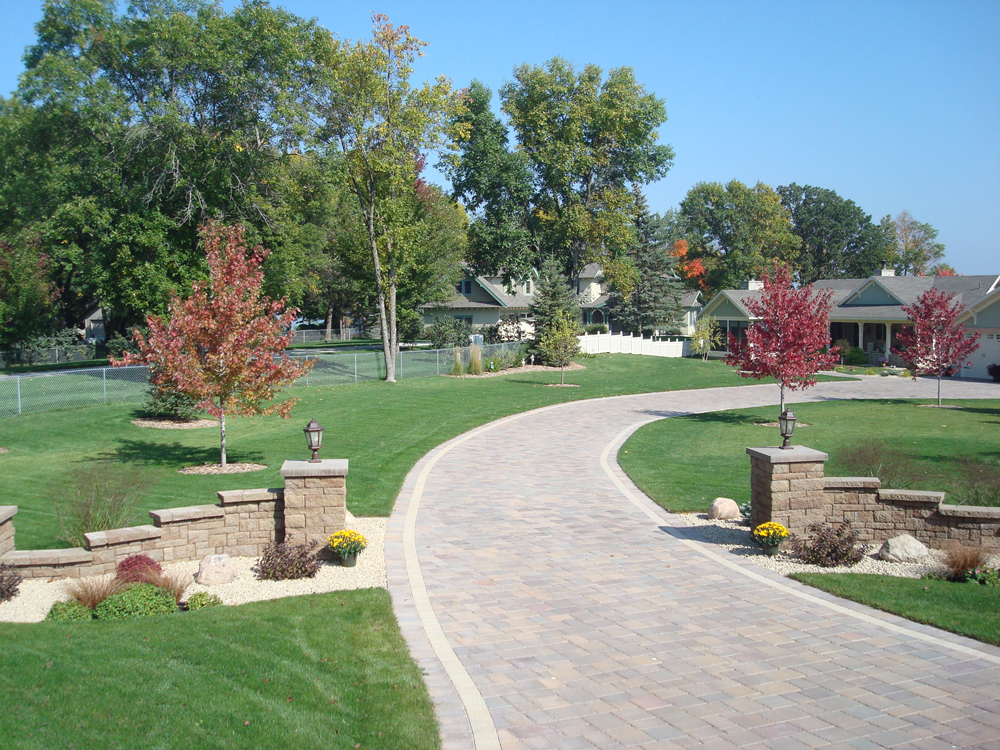Top long driveway entrances wallpapers for Driveway landscaping