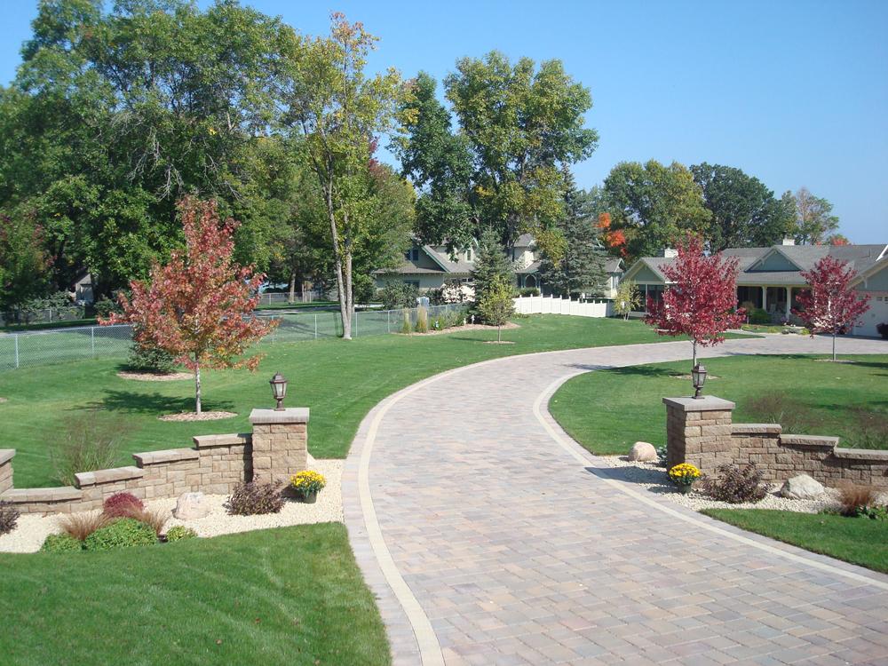 landscape-driveway-entrance