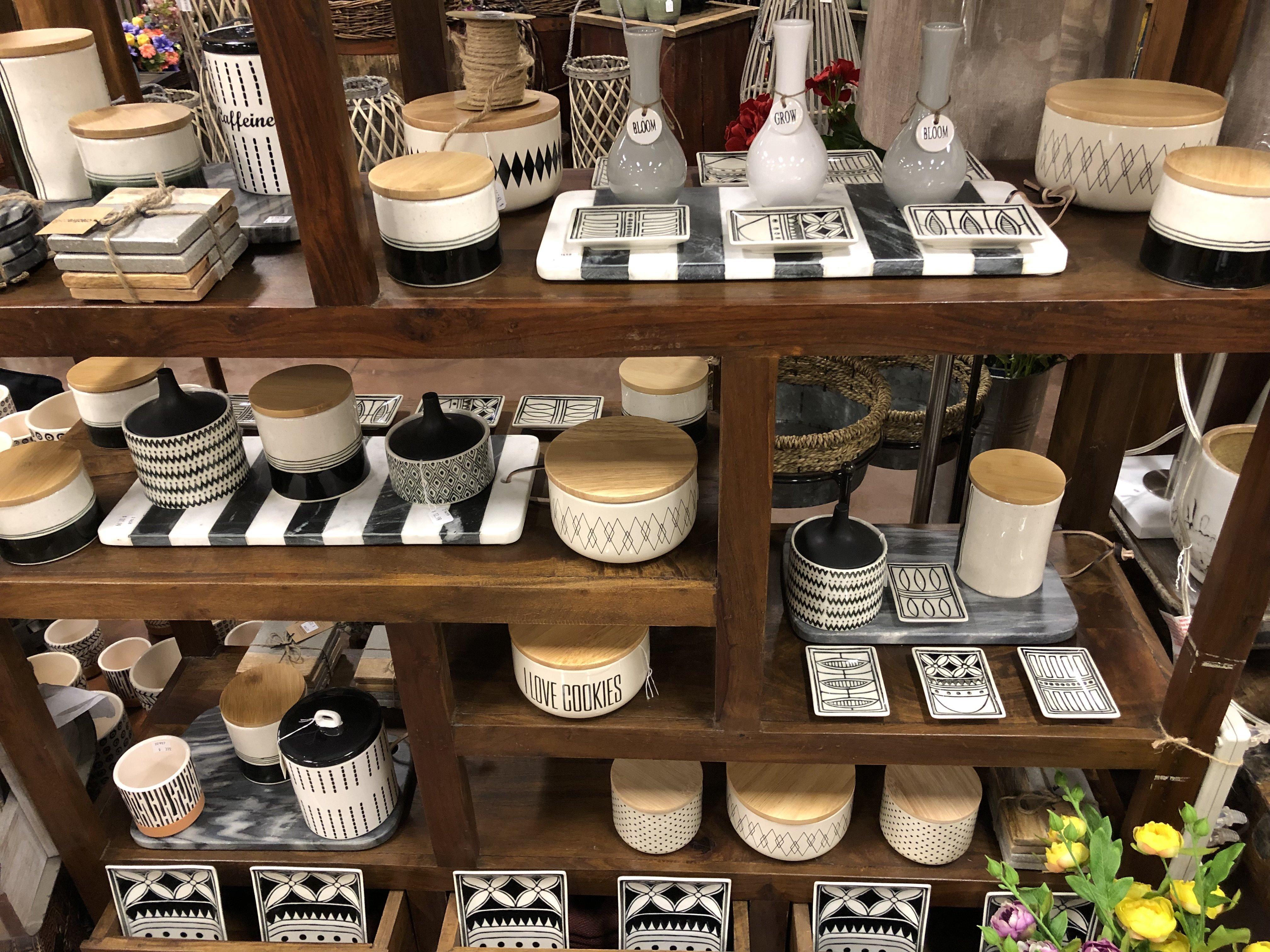 black and white vases,2,2019